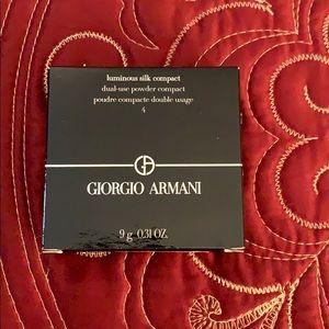 Giorgio Armani luminous compact